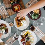6 tips & tricks om goedkoop uit eten te gaan