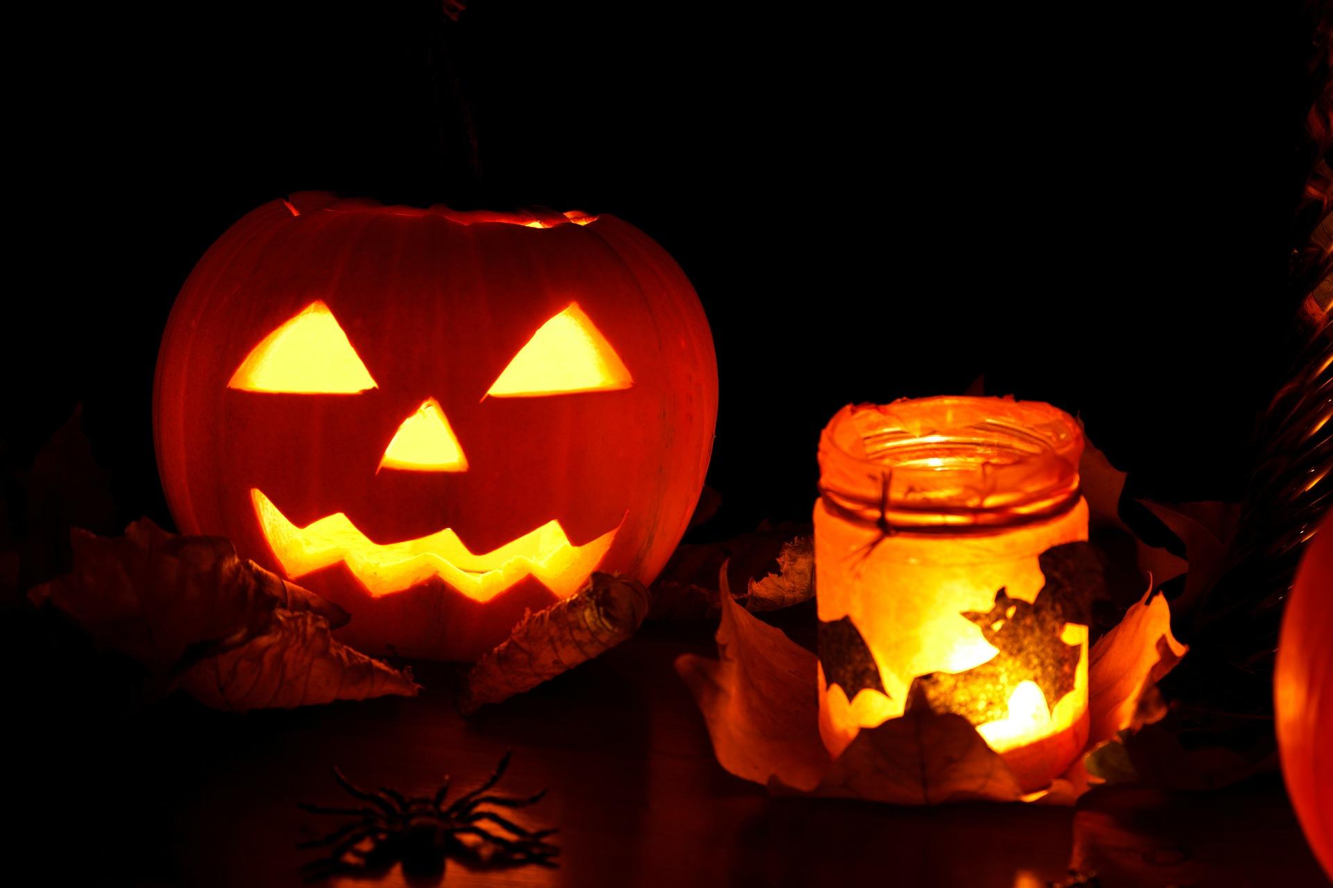 Halloween pompoen en waxine licht