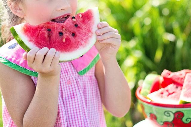 Kind met watermeloen