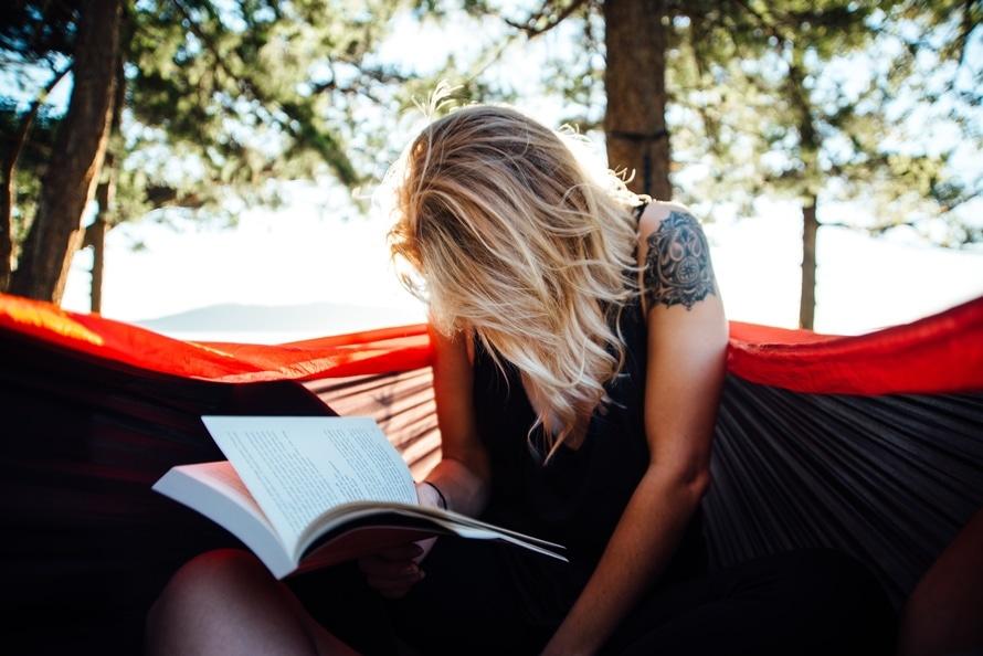 Boek lezen natuur