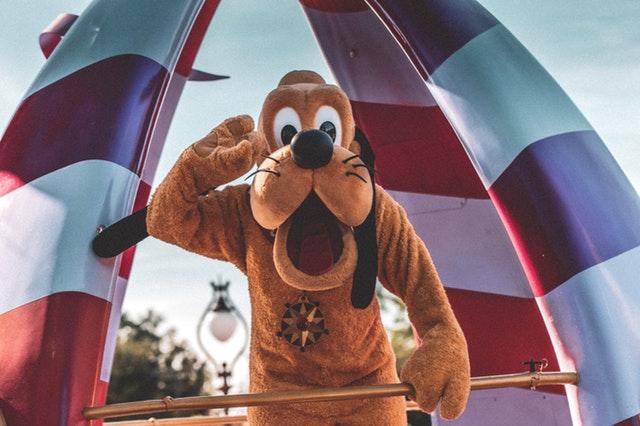Pluto tijdens Disneyparade