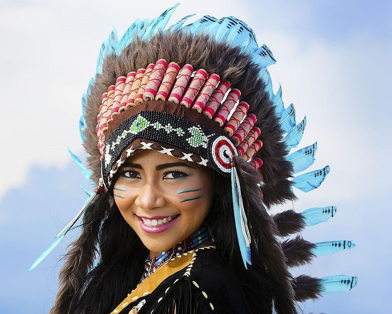 Vrouw verkleed als indiaan