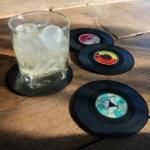 Scoor leuke vinyl onderzetters met -55% korting bij MegaGadgets