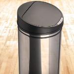 Koop een automatische RVS vuilnisemmer met sensor om contactloos te openen en sluiten met 63% korting bij Voordeelvanger